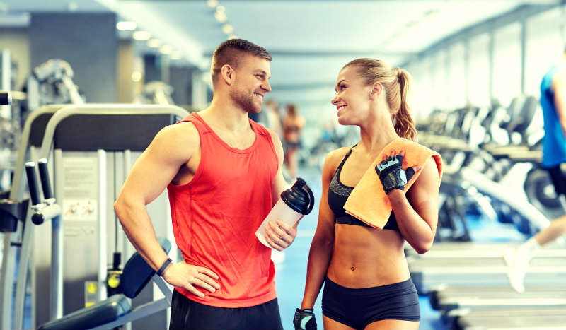How To Meet Women at The Gym: Flirt & Hook Up With Her When She's Working Out