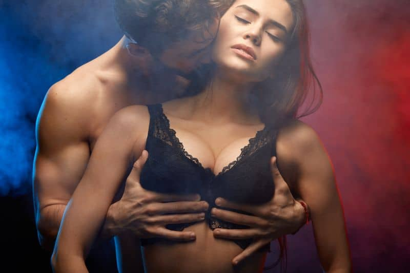 10 Foreplay Tips That Will Make Her Climax BEFORE Sex - Mimicnews